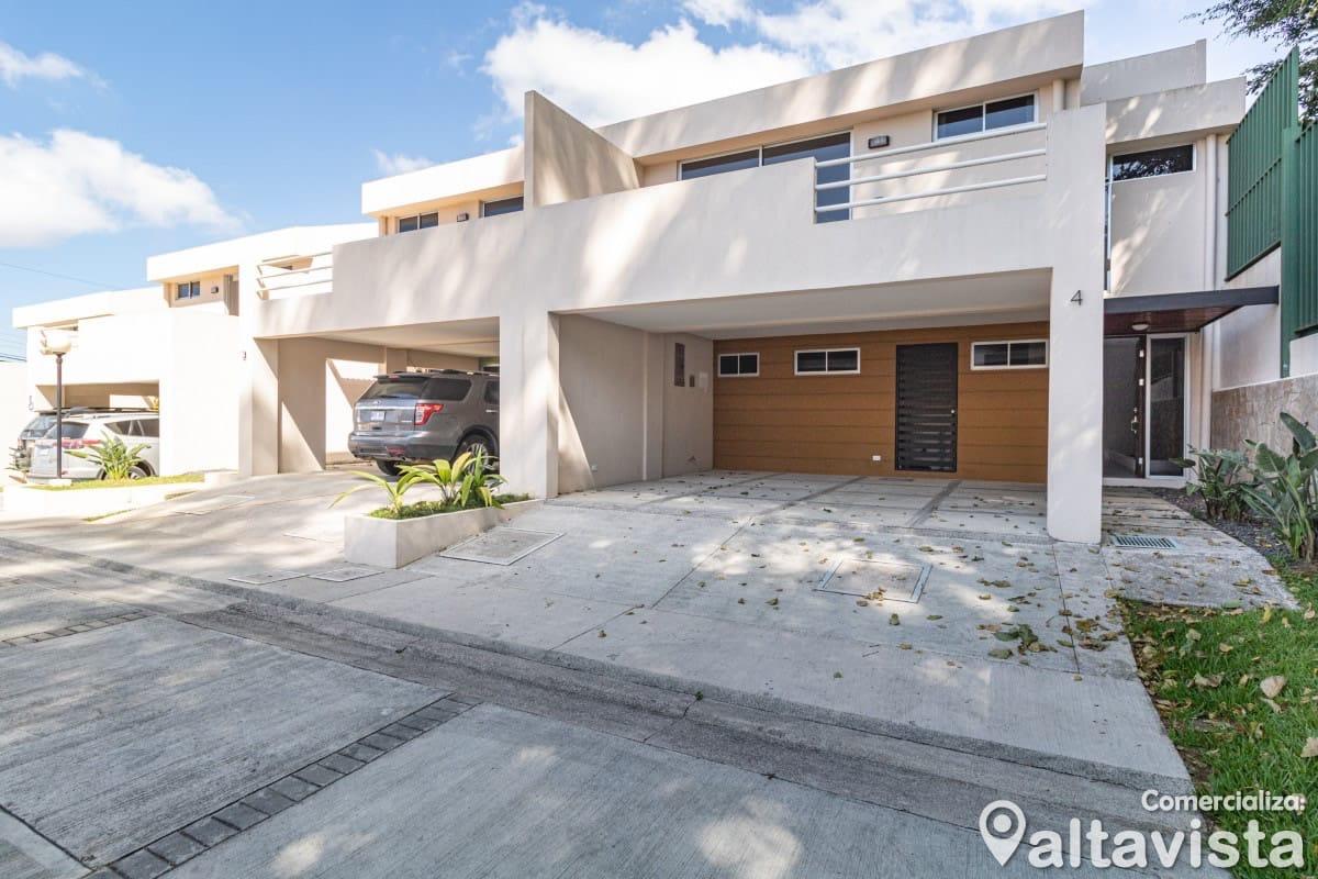 Maleku Casa en Guayabos de Curridabat